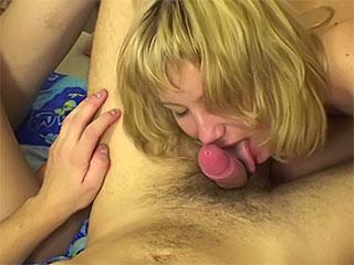 RUSSE PIC les PUCELLES AFFECTE les ADOLESCENTS NU EATINGPUSSY (l'Idole D'adolescent) - fig., sexuel fig., chevelu